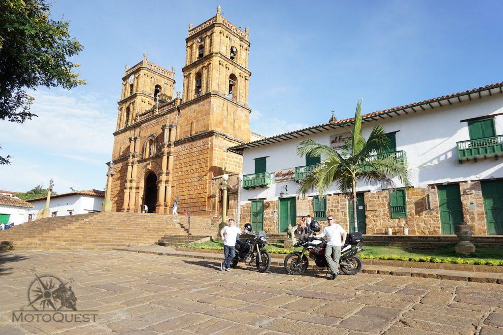 MotoQuest Colombia Leyva Building